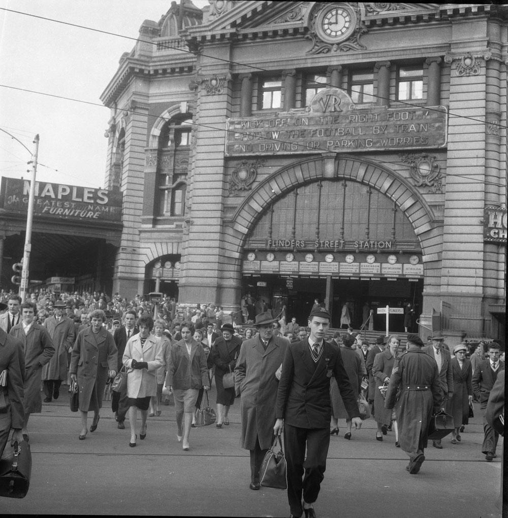 Exterior view of Flinders Street Station, Melbourne, Victoria, c.1957
